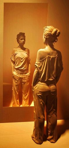Incredibly Realistic Wood Sculptures Of People Hand-Carved By Italian Artist Peter Demetz Sculpture Stand, Sculptures Céramiques, Wood Sculpture, Modern Sculpture, Ghost In The Machine, Art Moderne, Italian Artist, Wooden Art, Creative Art
