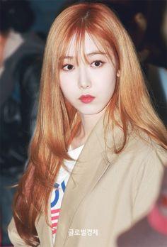 Gfriend at Gimpo Airport otw to Japan (sin b) South Korean Girls, Korean Girl Groups, Sinb Gfriend, Jung Eun Bi, Role Player, G Friend, Kpop, Girl Bands, Nayeon