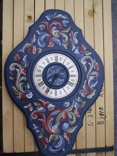 beautiful clock, rosemaling by Rune Nesher