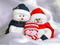 Navidad Snowman Familia: Muñecos de nieve feliz en el fondo blanco como la nieve Foto de archivo