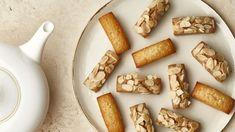 Iveta Fabešová patří mezi naše přední cukrářky, jejíž zákusky jsou proslavené vcelé republice, stejně tak vaječný koňak, bez kterého by si již mnozí neuměli představit Vánoce. Požádali jsme ji proto nejen orecept na tento vyhlášený koňak, ale ina její nejoblíbenější cukroví avánočku. Recepty naleznete ivjejí nové kuchařce Sladký život. Christmas Cookies, Dairy, Cheese, Food, Xmas Cookies, Christmas Crack, Christmas Biscuits, Essen, Christmas Desserts