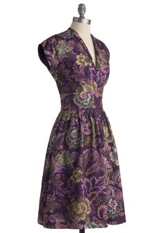 Hunting for Heirlooms Dress - good god, I need this dress!! The colour is fantastic and it really reminds me of William Morris' fabric patterns