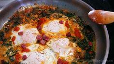Mira qué sartenada de acelgas y huevos nos cuenta cómo elaborar la autora del blog PLATOS PLIS PLAS. Swiss Chard Recipes, Tasty, Yummy Food, Yummy Yummy, Collard Greens, Gordon Ramsay, I Foods, Food Porn, Food And Drink