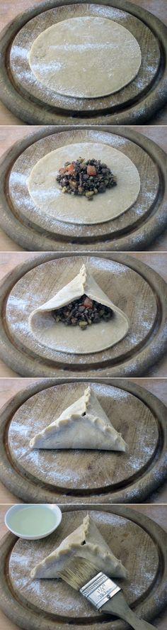 Empanaditas de Carne..Meat dumplings   Subido de Pinterest. http://www.isladelecturas.es/index.php/noticias/libros/835-las-aventuras-de-indiana-juana-de-jaime-fuster