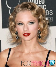 #TaylorSwift AWESOME Wavy Hairstyle On #RedCarpet @ #VMAs !!!