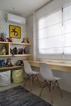 Área de estudo em quarto infantil