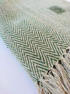 Yoga blanket - GREEN : 100 % cotton, handwoven and handmade in Nepal. It comes in 4 color variations. Made in the Himalayas with love, for the environmental conscious yogis and nature lovers. A multifunctional tool in your asana or meditation practice. Roll, fold and use as support, cover yourself up in shavasana or meditation to keep warm with only natural fibers.
