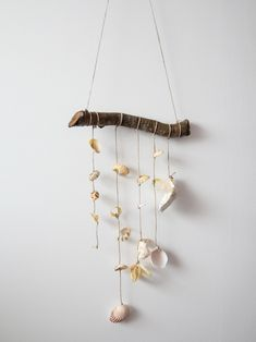 Diy Souvenirs, Feather Wall Decor, Land Art, Diy For Kids, Wind Chimes, Sea Shells, Diy And Crafts, Drop Earrings, Handmade