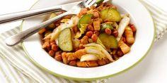 Chilischotel met komkommer en kool. I.p.v. speklappen gebruik ik een magerder vleessoort. Kipfilet, kipdijen, ham(lappen) of rundvlees(reepjes).