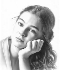 woman face - portrait - black and White - pencil