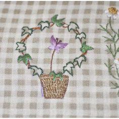 Еще кусочек... #вышивка #японскаявышивка #СадакоТоцука #sadakototsuka #embroidery #рукоделиевтуле #рукоделие #ручнаяработа #хобби #handmade #цветы #flowers #japaneseembroidery