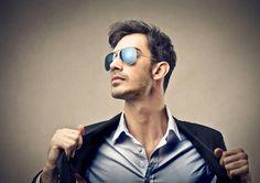 Erkeklerin stilini tamamlayan en önemli aksesuarlardan birisi olan güneş gözlükleri seçimi oldukça önemli bir detay. Erkek güneş gözlüğü nasıl seçilir, erkek güneş gözlüğü modelleri, yüz şekline göre erkek güneş gözlüğü nasıl seçilir sorusuna yanıt veriyoruz. Tıklayın!
