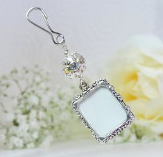 Wedding Bouquet Charms, Wedding Bouquets, Wedding Flowers, Wedding People, Wedding Things, Small Picture Frames, Photo Charms, Wedding Keepsakes, Star Wedding