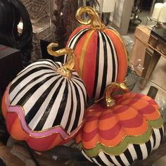 What a fun alternative to the traditional Jack-o'lantern! Halloween Home Decor, Outdoor Halloween, Halloween Projects, Diy Halloween Decorations, Halloween House, Holidays Halloween, Spooky Halloween, Thanksgiving Decorations, Halloween Pumpkins