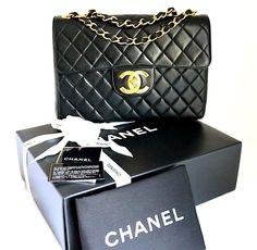 CHANEL. PARIS. VINTAGE JUMBO Black LAMBSKIN Leather XL CC's Classic Flapbag/Shoulderbag