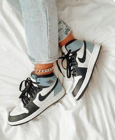 Dr Shoes, Swag Shoes, Cute Nike Shoes, Nike Air Shoes, Hype Shoes, Me Too Shoes, Nike Air Jordans, Air Jordans Women, Air Jordan Sneakers