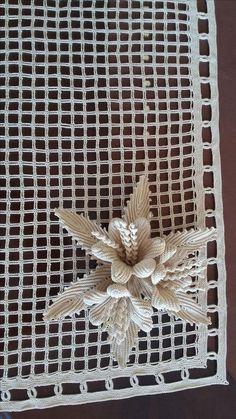 Crochet Baymax - Meet 'Hulk': The Giant Family Pit Bull Crochet Leaf Patterns, Crochet Doily Rug, Crochet Leaves, Crochet Tablecloth, Tunisian Crochet, Crochet Gifts, Irish Crochet, Crochet Flowers, Crochet Stitches