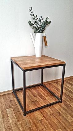 Konfereční+stolek+moderní+konfereční+stolek,+kombinace+bukového+dřeva+a+ocelové+konstrukce.+rozměry+stolku:+50x50x50+tloušťka+desky+4cm.+Cena+za+dopravu+dle+sazebníku+české+pošty,+popřípadě+osobní+předání+v+Praze+a+okolí.
