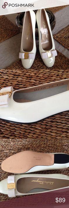 Salvatore Ferragamo Vara pumps 2A Excellent condition! Features classic gross grain bow. 2A means narrow fit Salvatore Ferragamo Shoes Flats & Loafers