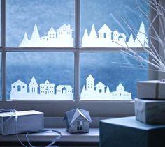 Vánoce jsou období, kdy zdobíme své domy a byty dekoracemi různých barev, tvarů i materiálů, kterým může být i papír. Pokud máte po ruce nůžky, či řezací nůž, tak si můžete vytvořit krásnou dekoraci do okna. Tyto krásné siluety domečků podtrhnou vánoční atmosféru a děti toto přímo milují. Stačí jen si vytisknout přílohu a vystřihnout.   Vánoční vesnička do okna aneb jak na to? Připravili jsme pro vás soubory ke stažení zdarma, které už stačí jen vystřihnout. Jelikož okna mívají různou…