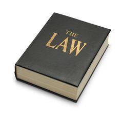 La ley positiva son escritas y son puestas por el hombre y no se rigen por la ley natural, así como las leyes de transito.
