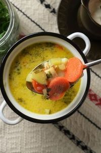 ciorba de pui cu tarhon Meat Recipes, Cookie Recipes, Romanian Food, Romanian Recipes, Cheeseburger Chowder, Thai Red Curry, Coffee Shop, Food And Drink, Meals