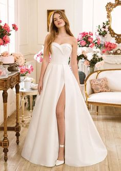 Sweetheart Gowns - Style Mikado Strapless Sweetheart A-Line Gown Slit Wedding Dress, Wedding Dress Trends, Dream Wedding Dresses, Wedding Gowns, Wedding Lingerie, Sweetheart Bridal, Sweetheart Wedding Dress, Justin Alexander, Sincerity Bridal