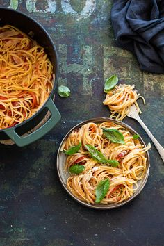 Geroosterde paprika pasta Bolognese, Clean Recipes, Easy Cooking, Food For Thought, Pasta Recipes, Vegetarian Recipes, Spaghetti, Good Food, Salad