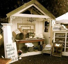 ColbyCottage@ the Coburg Antique show Wow, that is nicely done! Antique Booth Displays, Antique Mall Booth, Antique Booth Ideas, Craft Booth Displays, Antique Fairs, Antique Market, Vintage Market, Antique Shops, Display Ideas