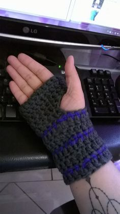 www.ravelry.com/projects/aelitask/the-boyfriend-gloves