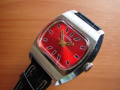 I love this bright red dial... and over time I'm coming around to the shape of these 70s style TV-dials. This is another Raketa watch, starting at £15 here: http://r.ebay.com/oEdwbi