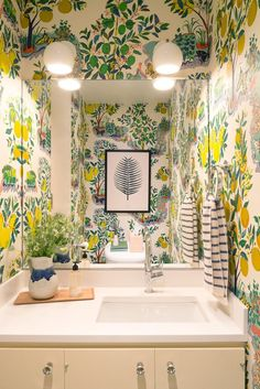 On the lookout for bathroom wallpaper ideas? From delicate damasks to ditsy florals and daring geometric patterns, rest room wallpaper is back and making a splash. Wallpaper Wall, Powder Room Wallpaper, Wallpaper Ideas, Striped Wallpaper Dining Room, Wallpaper For House, Bathroom Wallpaper Green, Spring Wallpaper, Bad Inspiration, Bathroom Inspiration
