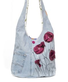 Hippie Style, Hippie Style Clothing Denim shoulder bag decorated with delicate poppies flowers that bring charm and femininity to this ba. Jean Purses, Purses And Bags, Denim Handbags, Quilted Handbags, Mk Handbags, Quilted Bag, Hippie Style Clothing, Diy Sac, Denim Purse