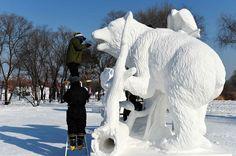 Concurso internacional de escultura de #neve, em Harbin, #China. Foto: Wang Jianwei/Xinhua.
