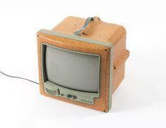 die besten 25 tragbarer fernseher ideen auf pinterest. Black Bedroom Furniture Sets. Home Design Ideas