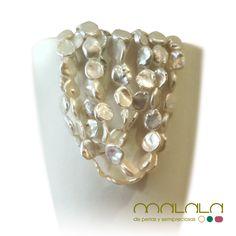"""#collar #perlas #keshi . Estas preciosas perlas tienen una peculiaridad única: no tienen núcleo. Se forman cuando el núcleo implantado es expulsado del """"saco de perla"""", antes de que culmine el proceso de cultivo, o el trozo de mantilla se rompe y se forman varios sacos de perla separados y sin un núcleo. Keshi quiere decir semilla en Japonés. #jewelrydesign"""