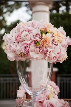 Read: Will You Drool Over These 14 Pink Flower Arrangements? #palepink #flowerarrangements #weddings