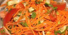 1. Салат из пекинской капусты с курицей Ингредиенты: Пекинская капуста — 300 г Куриное филе — 1 шт. Огурец — 1 шт. Яйца куриные — 4 шт. Зеленый лук — 1 пучок Соль, перец, майонез Приготовление: Ставим отваривать куриное филе. Для аромата добавляем морковку, репчатый лук и лавровый лист. Бульон мы потом использовали для супа. Шинкуем пекинскую капусту. Мелко крошим зеленый лук. Огурец нарезаем соломкой. После того, как наше куриное филе отварилось, нарезаем мелкими кубиками. А также…