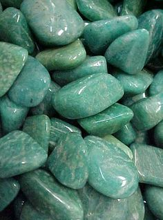 amazonite  confidence stone / lessening self destructive behaviors