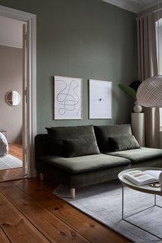 Dark Green Couches, Dark Green Walls, Green Velvet Sofa, Living Room Green, Green Rooms, Living Room Decor, Söderhamn Sofa, Sofa Legs, Wood Sofa