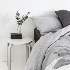 That time of the day when you try to convince yourself you HAVE to get out of bed but try to fit in 10 more minutes. Early start for us today . If only we could just wrap ourselves in this bed setting by @mydubio. Grey on grey any day. by simple.form