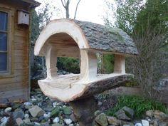 Vogelhäuschen aus einem Stück Baumstumpf mit einer Kettensäge gefertigt. Unglaublich schön. Repinned by www.parkett-direkt.net