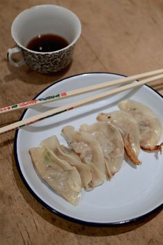 Frugal recipes | homemade gyoza (and lots of 'em!)