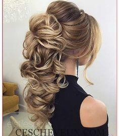 Quand vous pensez à propos de élégant, formel coiffure probablement la première chose vient à l'esprit est la coiffure styles surtout si vous avez les cheveux longs. Chignon styles sont les préférés de la plupart des coiffures chez les femmes pour des occasions spéciales comme mariages, bal ou d'un dîner dates. Il ya beaucoup de …