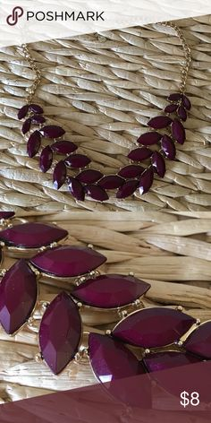 Grape Chunky Necklace Grape/ Wine colored chunky necklace. Great fall color to wear! Francesca's Collections Jewelry Necklaces