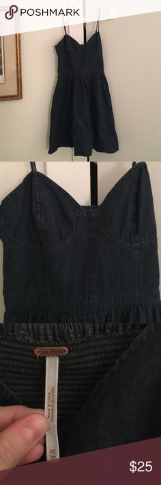 Free people dark denim dress This dress has only been worn a few times. It's denim and has adjustable straps. The dress the model is wearing is the dress in a different color. The one I am selling is a very dark denim. It's by free people and it's a size extra small. Length is 32.5. Free People Dresses Mini
