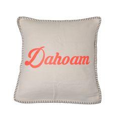 """""""Kissenbezug """"Dahoam"""" – offwhite 25,90€  Mit diesem kuscheligen Kissen fühlt man sich überall zu Hause. Auf der Hüttn oder auf dem Sofa sorgt es für wohlige Atmosphäre und ist ein echter Hingucker. """"Dahoam"""" ist es und bleibt es am Schönsten."""""""