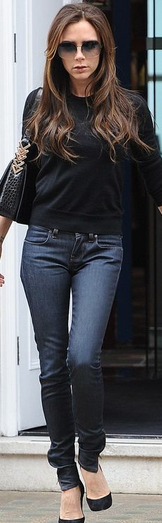 Victoria Beckham media gallery on Coolspotters. See photos, videos, and links of Victoria Beckham. David E Victoria Beckham, Victoria Beckham Style, Spice Girls, Moda Casual, Casual Chic, Blazer Jeans, White Tshirt And Jeans, Vic Beckham, Posh And Becks