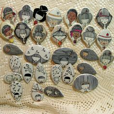Inspiring Little Drawings. Porcelain Jewelry, Ceramic Jewelry, Enamel Jewelry, Ceramic Clay, Clay Jewelry, Ceramic Pottery, Jewellery, Craft Booth Displays, Art And Hobby