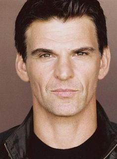 Robert Preston, played by Tristan Gemmill. The ex-husband of Tracy Barlow who has returned to the street, and is now employed as chef at Nick's Bistro. Tristan Gemmill, Tracy Barlow, Coronation Street Cast, Get Fresh, Ex Husbands, How To Memorize Things, Tv Shows, It Cast, Lynch